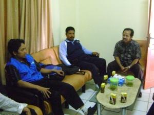 )PJT & Tim Emunerator disambut oleh Drs.H.Nurhadist (KaTU DinKes Ka. Kutai Timur